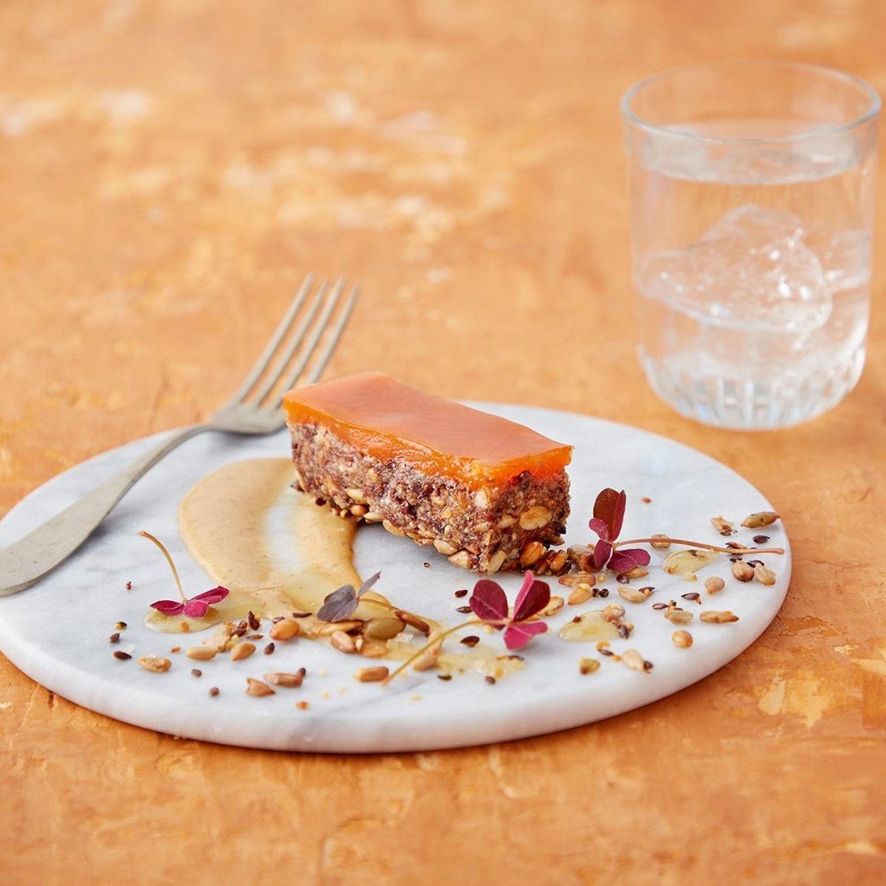 Frøbarer med mungbønner, karamellsaus og sitrus- og gulrotgelé – Oppskrift