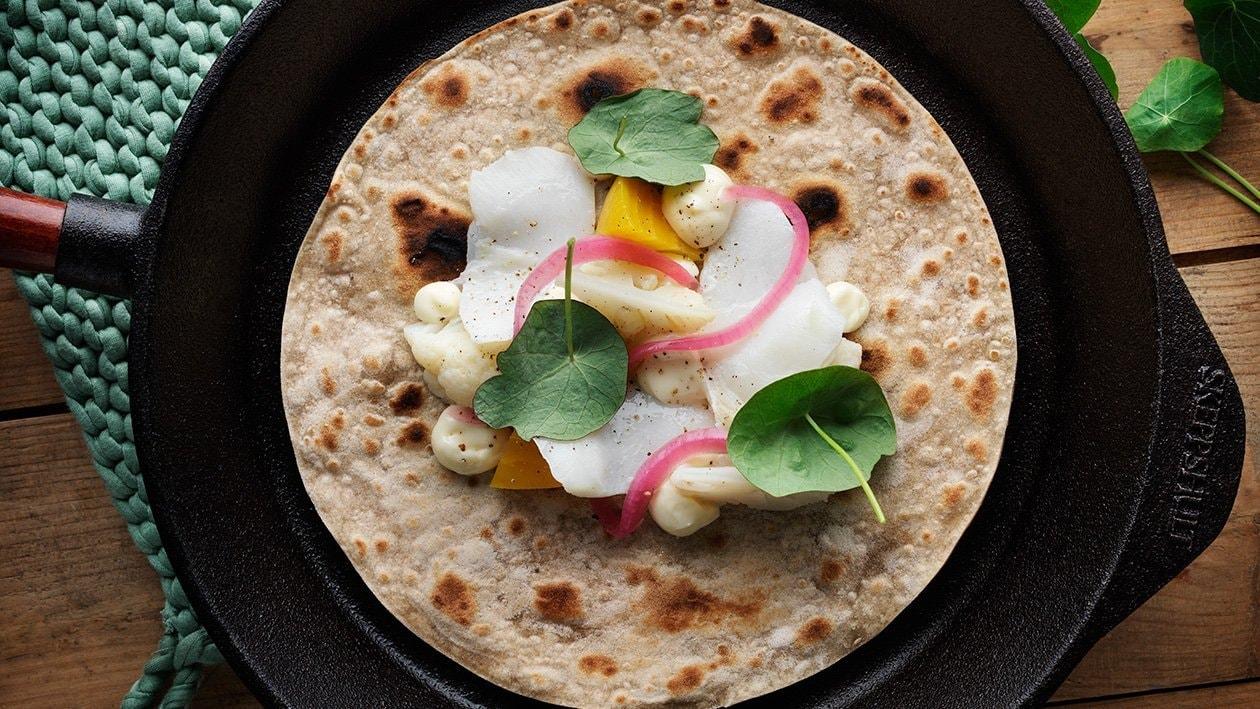 Flatbrød med torsk, sitronmajones, pickels og brønnkarse – Oppskrift