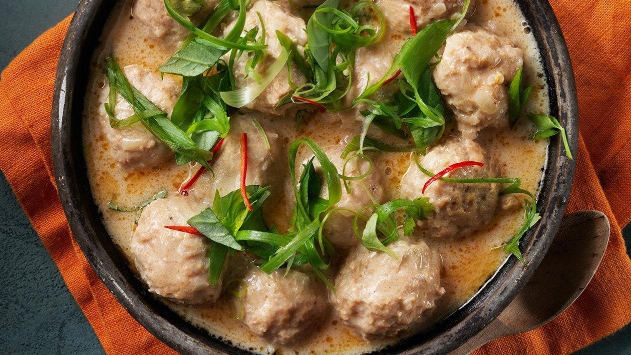 Kyllingkjøttboller med thai panang-saus – Oppskrift
